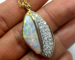 CRYSTAL OPAL 18K GOLD PENDANT WITH 33 BRILLIANT CUT GENUINE DIAMONDS SCO972